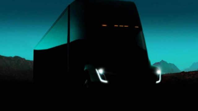 特斯拉年底对电动卡车跑车进行更新