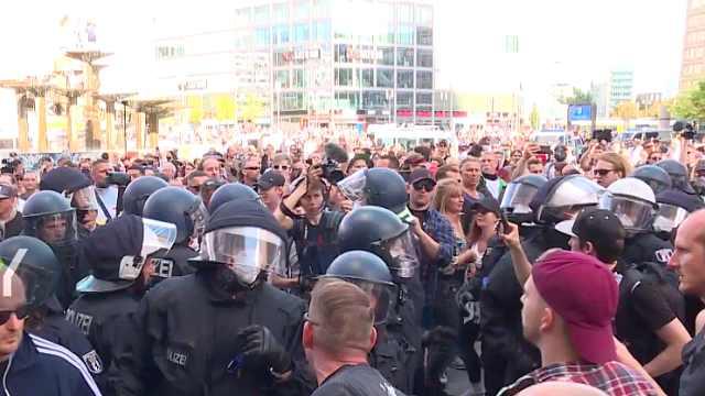 德国多地抗议政府防疫控制措施:反隔离分子警方爆发激烈冲突
