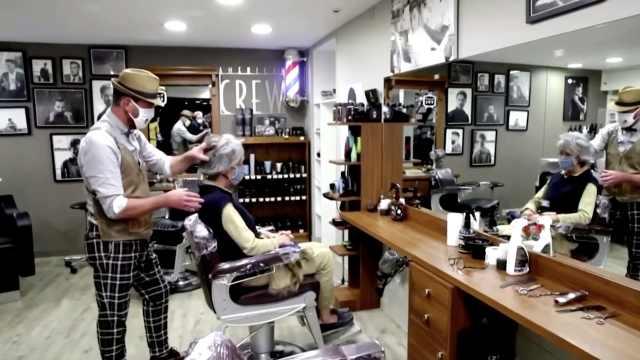 法国2个月封锁解除:理发店凌晨复工,顾客0点01分进店剪头