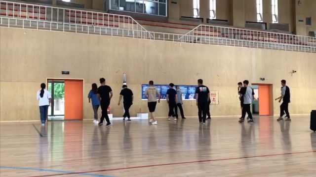 """毕业班学生期末考""""广场舞"""":学习音乐节奏,大家很有激情"""