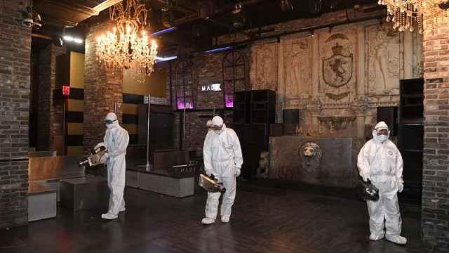 直播:红色禁制令!探访韩国梨泰院,夜店聚集致131人感染