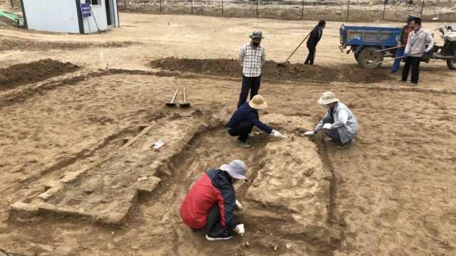 高速改道施工挖出一片汉代古墓群:共700多平米,正考古挖掘