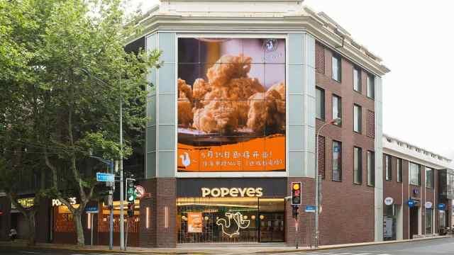 炸鸡Popeyes大陆首店开业,老外和大妈都来排队