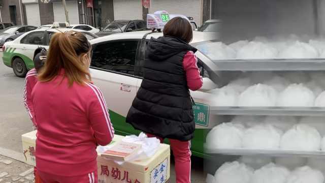幼儿园发不出工资卖包子自救,老师每天收摊后喊口号加油