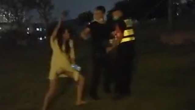 女子深夜打伤保安,起因拒绝离开闭园公园