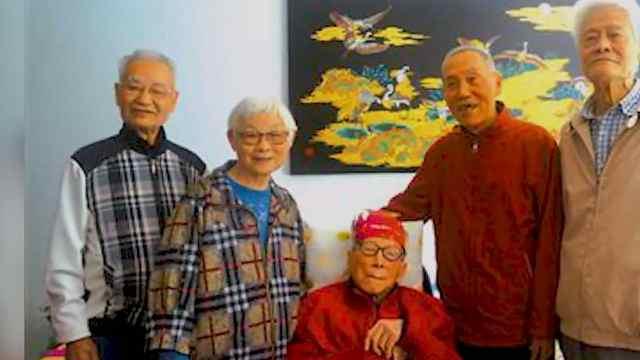 """110岁老人从教半个多世纪,每年学生赶来说""""生日快乐"""""""