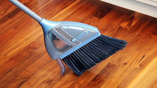 吸尘扫把问世,它和扫地机器人你更喜欢哪个?