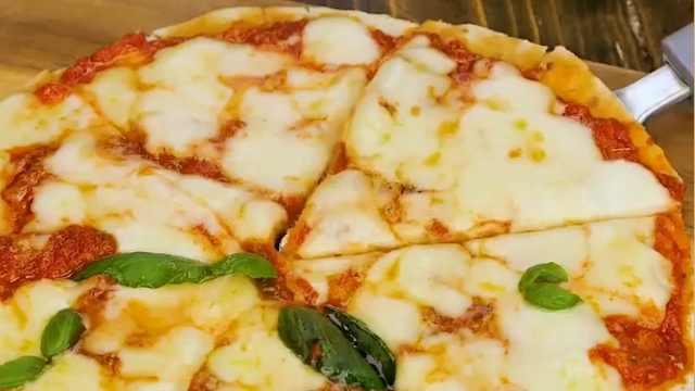 超简单!不用烤箱也能制作美味披萨