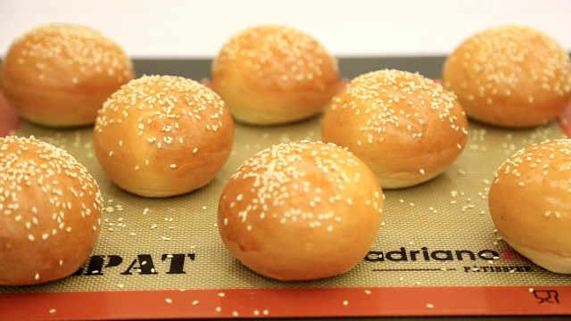 汉堡面包胚:潮湿的夏天,适合做面包