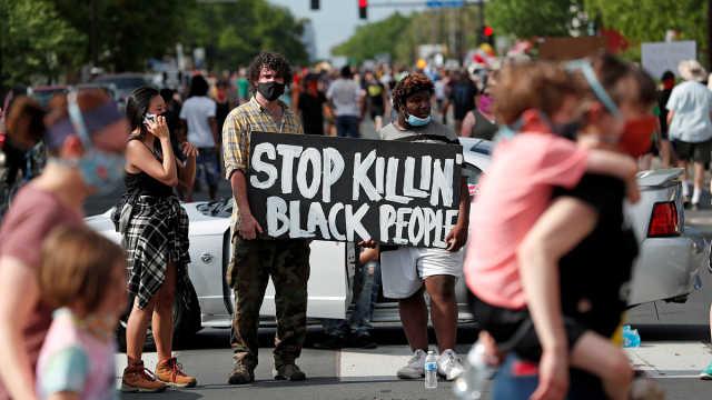 美警察跪压黑人致死事件持续发酵,抗议蔓延爆冲突,各界声援