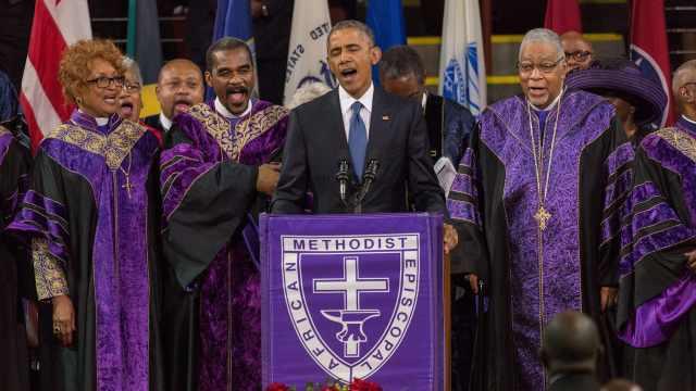 凝聚人心的时刻:奥巴马率千人合唱《奇异恩典