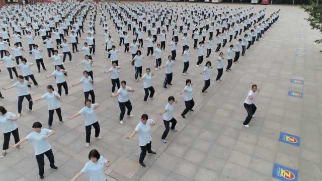 千名高三学生齐练八段锦,老师:能释放学生压力,将成课间操