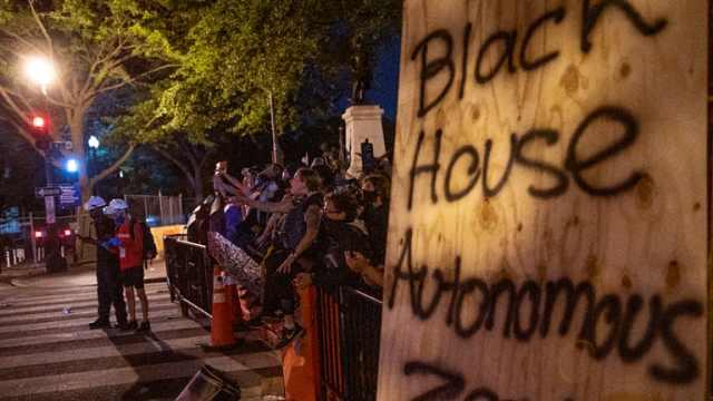白宫外犹如战场!华盛顿警方开始镇压黑宫自治