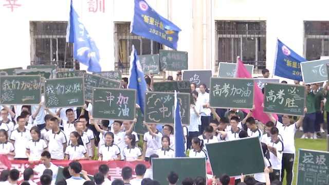 学弟学妹教学楼大合唱《你的答案》,为高考生加油