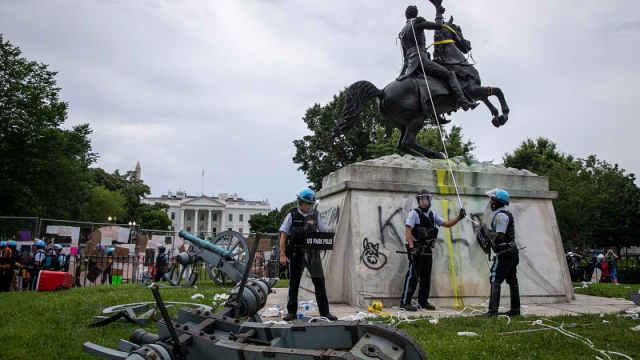 特朗普签署行政令禁止毁坏雕像纪念碑,F*I实时监控蓄意破坏