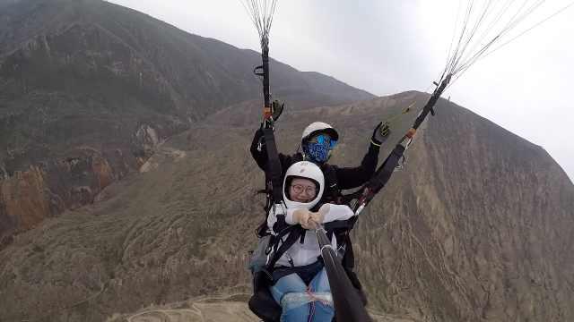 双腿缠胶布,9名截瘫残疾人体验千米滑翔飞行: