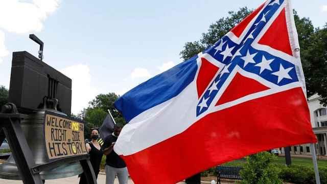 州长正式签署法令,密西西比州旗去除南方邦联徽章