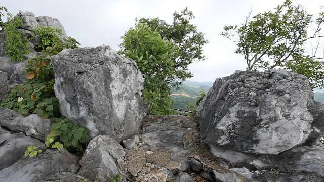 实地探访《隐秘的角落》六峰山:别怕,山顶有栏杆