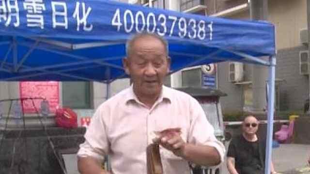 """73岁老人,他要做个""""快乐的""""磨刀师傅"""