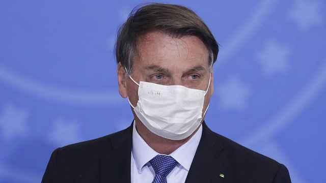 巴西总统确认新冠检测呈阳性,此前3次检测均为阴性