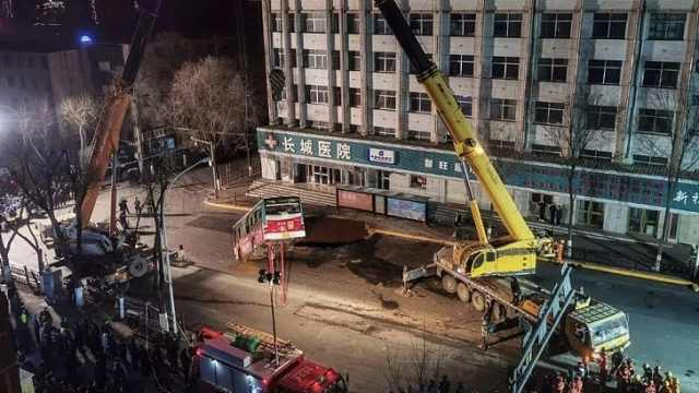 西宁路面塌陷事故调查报告公布:路基物质流失形成地下陷穴