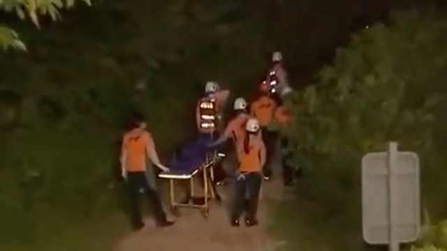 数百警力搜索7小时后,失联首尔市长遗体被找到