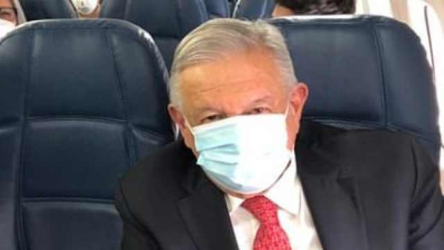 墨西哥总统坐经济舱访美,还中途转机,专机还