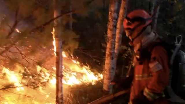 大兴安岭连发两起森林火灾,消防员空降灭火,