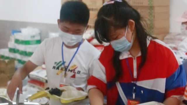 探访江西洪水灾民安置点:高考生自发前往做志