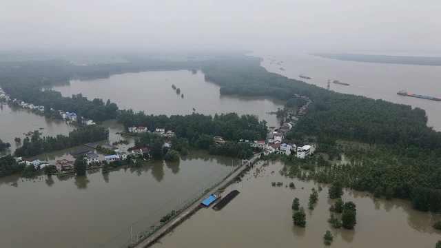 安徽一村庄被淹村支书落泪:没保护好村民财产