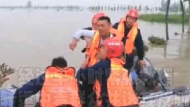 安徽受灾群众食物中毒,河南消防救援队水上转运