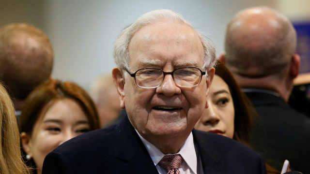 巴菲特8亿美元抄底美国银行,此前抛售多家银行股
