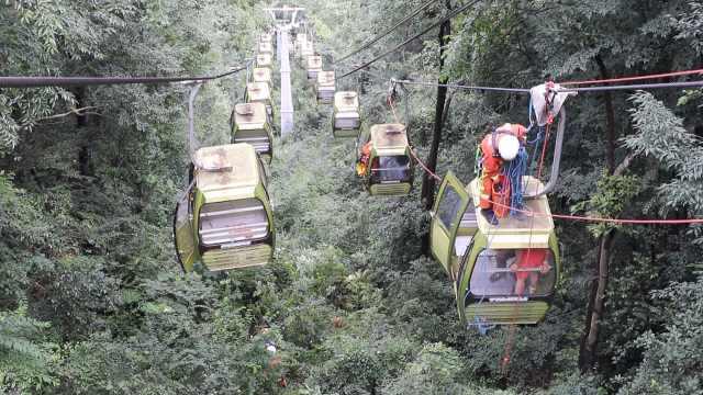 18游客被困半空!贵阳黔灵山公园缆车控制台烧坏