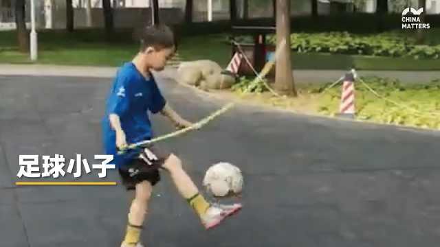 9岁男童凭颠球走红,中国足球就靠他们了!