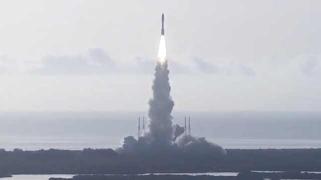 NASA发射毅力号火星车,将探寻微观生命证据,载首个火星飞机