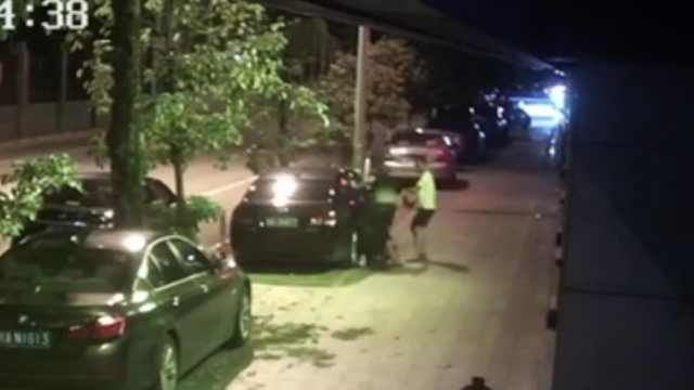 男子殴打保安自称爸爸是副局长,警方通报:行政拘留10日