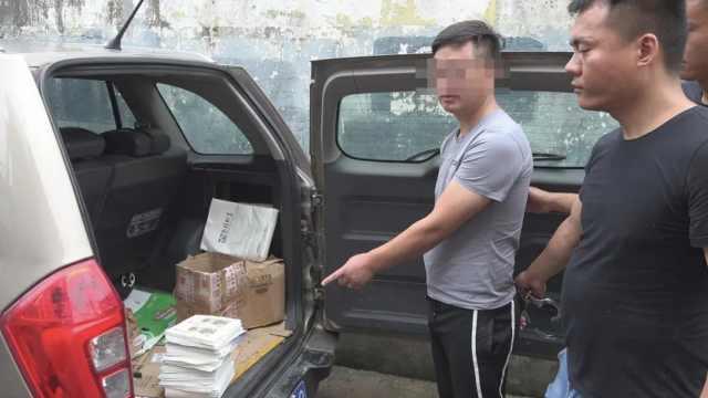 男子伪造27万假币被抓:用可乐做旧,多是小面额