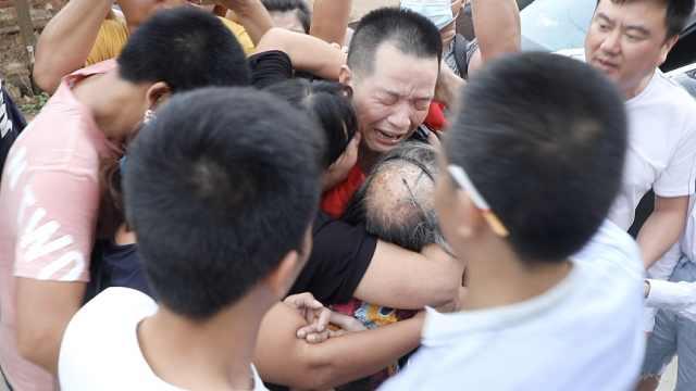 张玉环改判无罪后回家团聚,与家人痛哭相拥