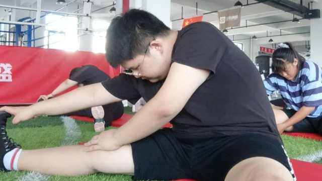 瘦身男女 244斤高考生28天狂减30斤:被嫌有汗臭表白被拒