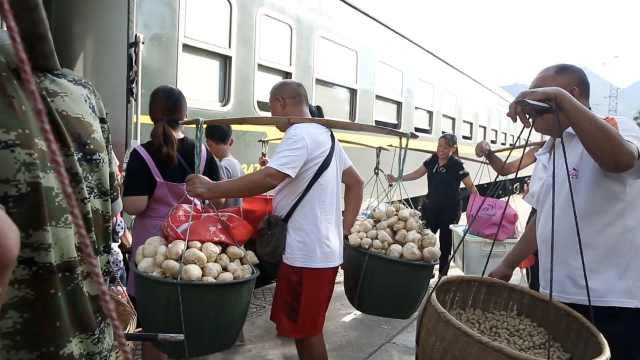 再访湘西1元慢火车:农户水果生意兴隆,列车员退休不舍