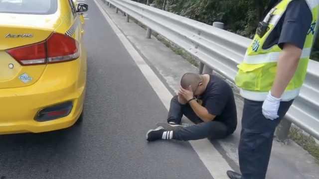 忘了有保险?重庆的哥追尾后坐地嚎啕大哭:要