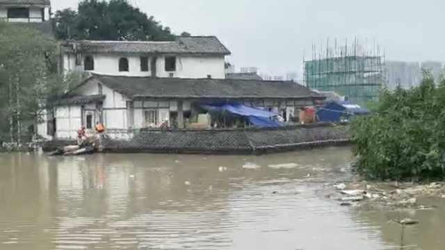 重庆磁器口水上派出所被淹水下,民警边自救边处警