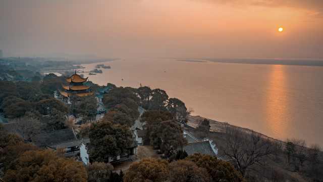 课本上的景点丨滕子京重修岳阳楼,竟靠老赖们