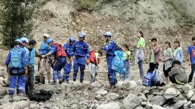 甘肃文县泥石流41名支教师生失联,救援者徒步