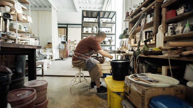 住在茶园边,每天烧瓷做咖啡