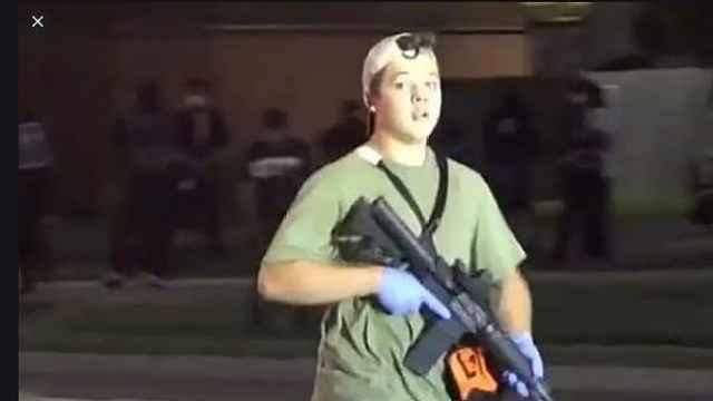 """威斯康辛17岁少年街头枪杀两人被捕,宣称为""""保"""