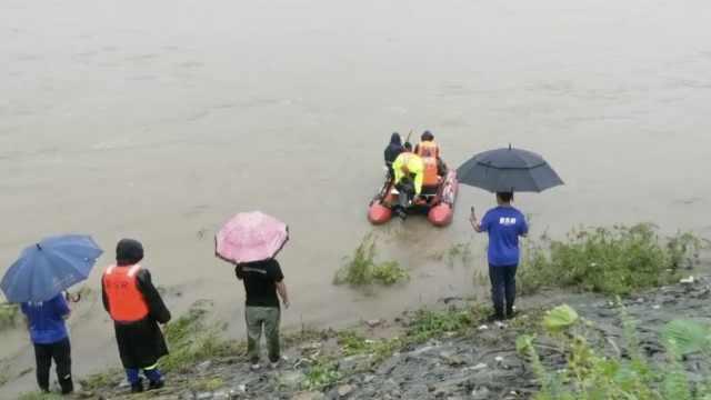 老人查看水情遇塌陷坠河失踪,搜寻3天未果家属