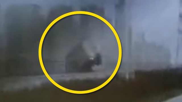 珠海大桥一货车侧翻坠海,警方通报:车内仅司