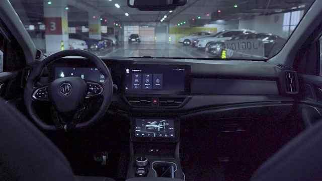 这辆车有自己的想法,特别是看到车位的时候
