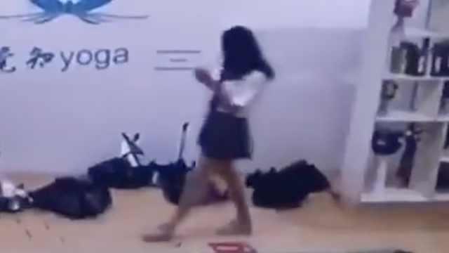 警方通报男扮女装混入高校女澡堂:为某公司员工,行拘8日